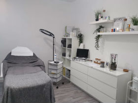 advance-beauty-aesthetics-facial-blandford-cosmetic-clinic