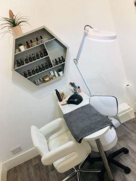 manicure-deluxe-medispa-pedicure-blandford-cosmetic-clinic