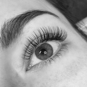 blandford-cosmetic-clinic-eyelash-extension-full-set-beauty